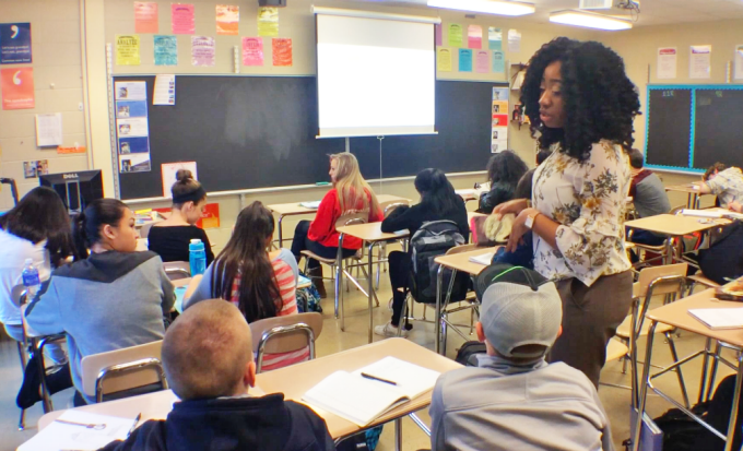 Student teacher Taloria Gamble engages Williamsville North classroom with creative lesson.